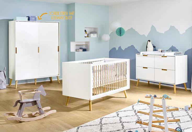 Chambre complète avec une armoire, une commode et un lit pour enfant