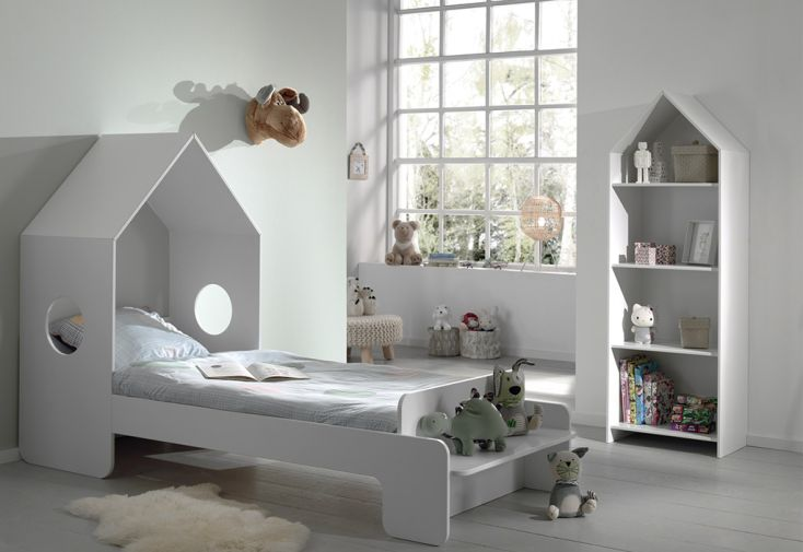 Chambre pour enfant en bois avec lit cabane 90 x 200 cm et bibliothèque Casami Vipack