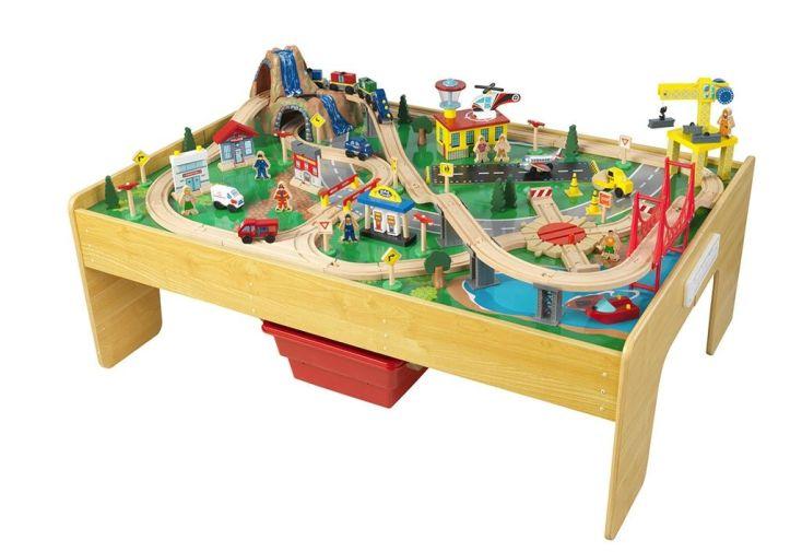 table de jeux pour enfant avec circuit de train en bois