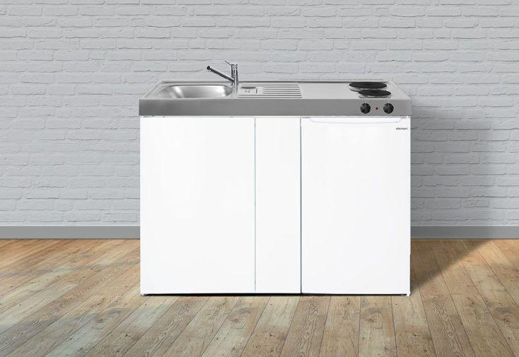 Kitchenette blanche toute équipée avec réfrigérateur et plaques électriques