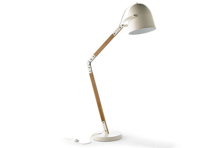 lampadaire avec pied réglable en bois et abat-jour en métal blanc mat