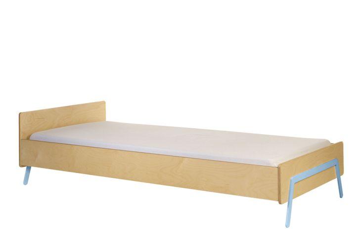 lit pour enfant en bois et pieds en aluminium vert