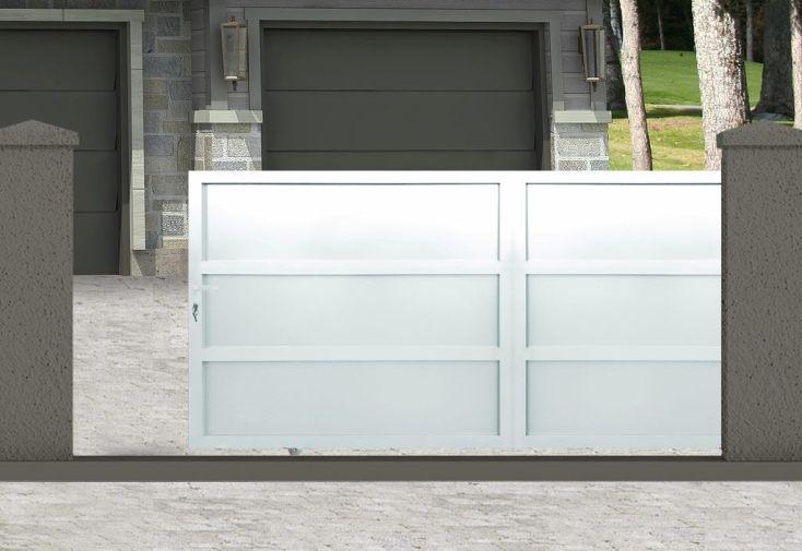 portail coulissant en aluminium peint en blanc RAL 9010