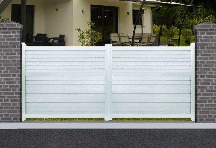 portail en aluminium peint en blanc avec ouverture battante motorisée 3 m ,3,5 m ou 4 m
