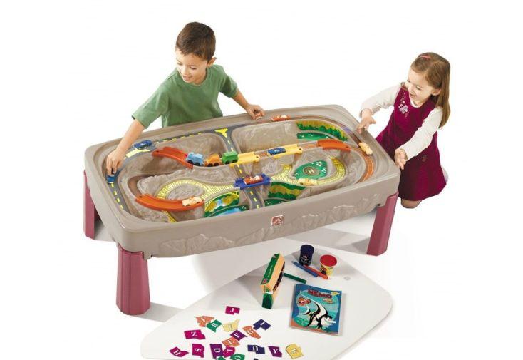 table pour enfants 2 en 1 : circuit de train et surface tableau blanc