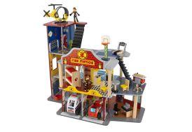 caserne de pompier en bois avec voiture et personnages kidkraft