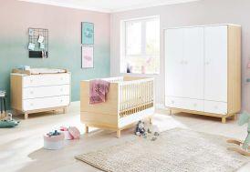 Chambre en bois pour bébé avec lit, armoire et commode