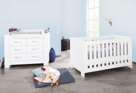 Chambre bébé Pinolino évolutive en chambre enfant en bois blanc