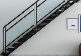 Garde-corps en verre pour escalier sur mesure en métal