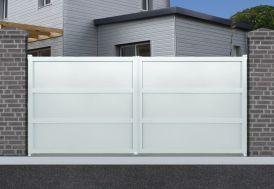 portail en aluminium à ouverture manuelle peint en blanc RAL9010
