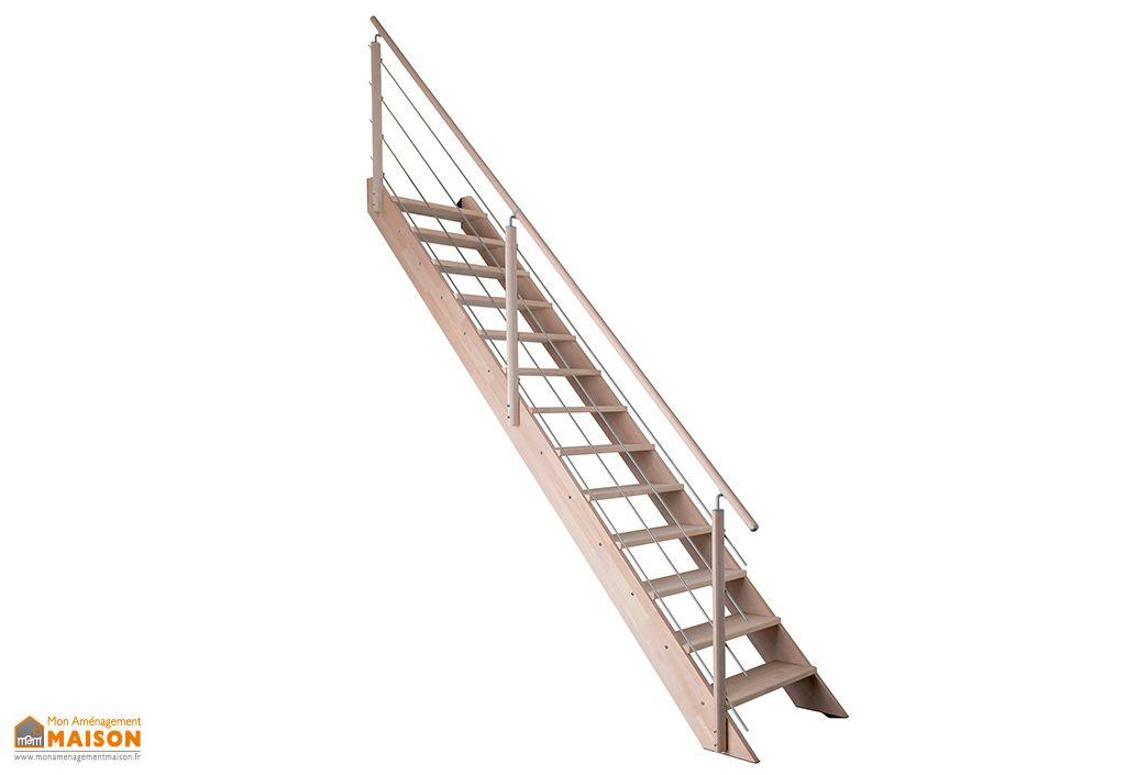 Escalier en bois droit avec garde-corps en bois et inox